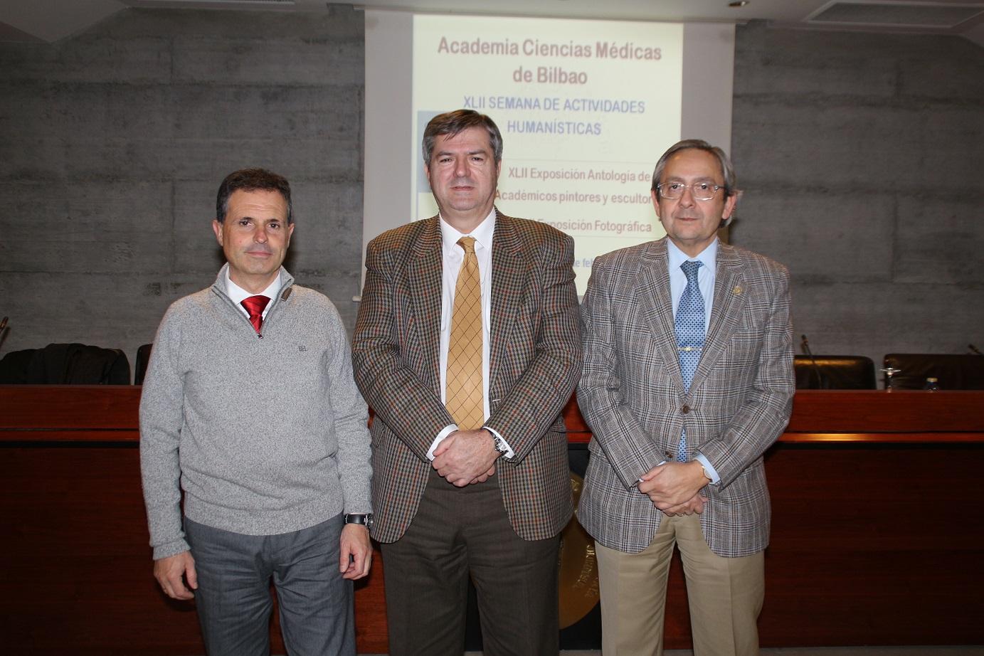 Desde la izquierda, los doctores Aitor Guisasola, Juan Carlos Coto y Juan Goiria