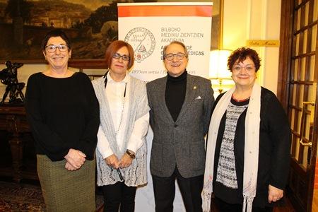 Ana Fernández de Garayalde, Elena Aldasoro, Ricardo Franco Vicario y Celina Pereda, momentos antes de iniciar las conferencias