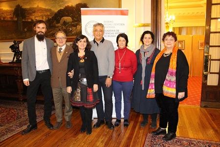 Ponentes de la mesa redonda, junto con Ricardo Franco y María Guijarro, directora de Igualdad, Cooperación y Diversidad de Bizkaia